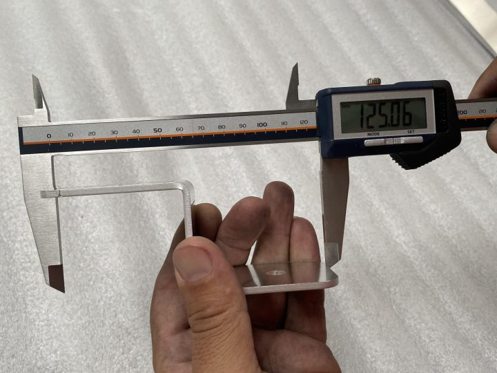 Поръчка за изработка на части от алуминий